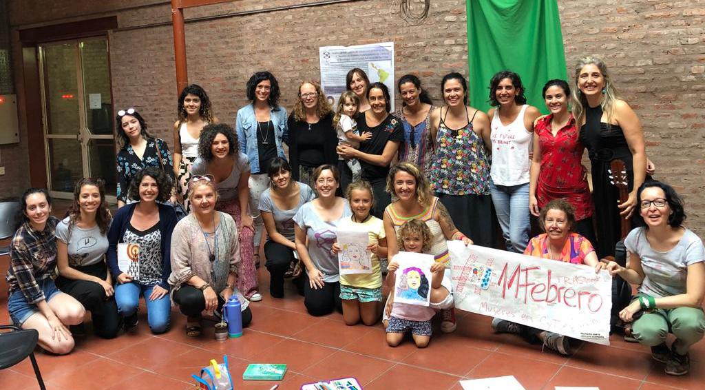 """El colectivo """"Mujeres en CyT"""" está conformado por estudiantes, becarias, docentes, investigadoras, personal administrativo y de servicios del Departamento de Ciencia y Tecnología de la Universidad Nacional de Quilmes (UNQ)."""
