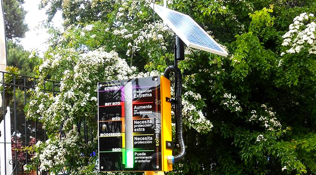 En el CITEDEF también hay especialistas en radiación ultravioleta (UV). Desarrollaron varios medidores de radiación UV: hay uno en Río Gallegos y también varios dispositivos llamados solmáforos, colocados en diversos sitios.