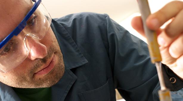 Científico argentino repatriado investigando actualmente en el Instituto Sabato, Dependiente de la UNSAM y la CNEA